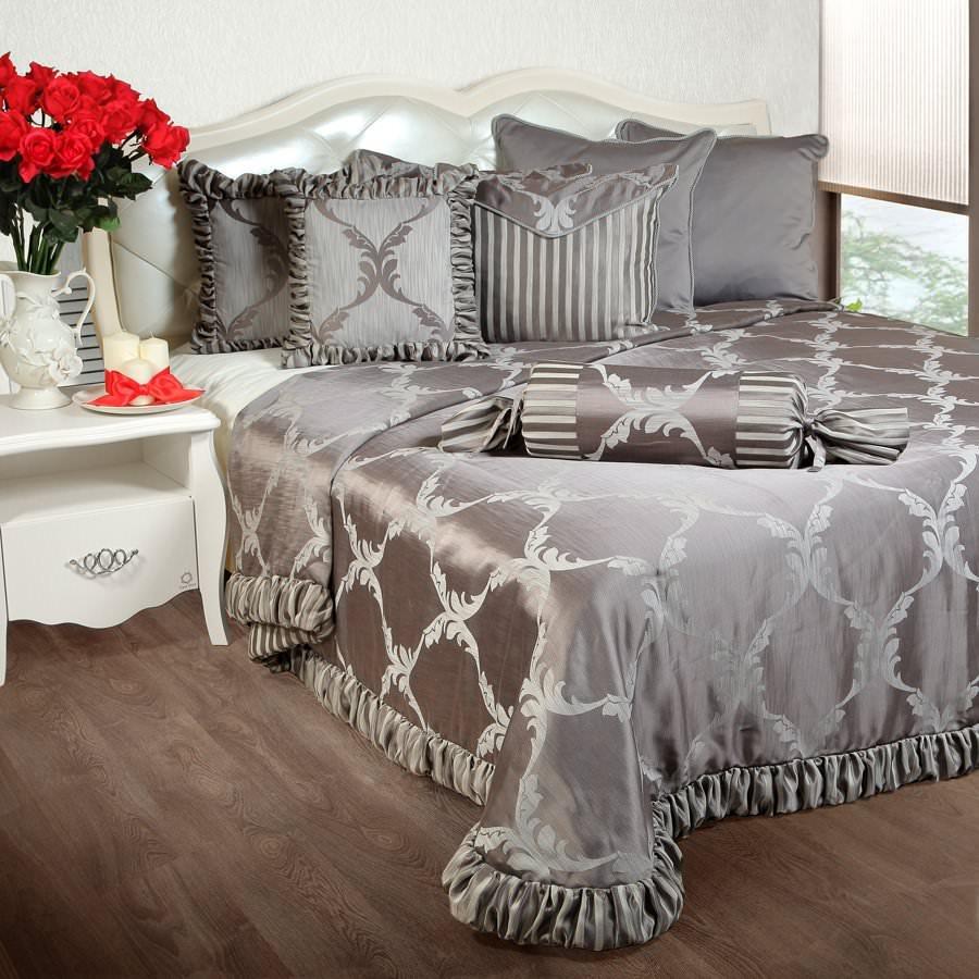 Покрывало на кровать Лувр (серый) ручки pierre cardin pc5009bp b5